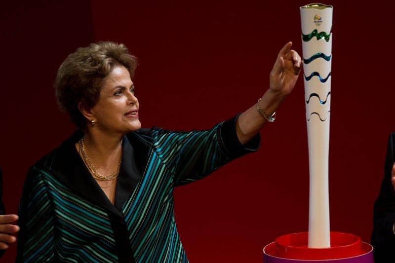 2016年巴西里約奧運,總統賽芙與聖火火炬(美聯社)