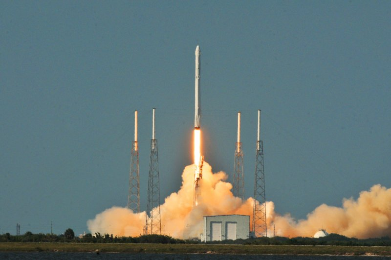 SpaceX公司「獵鷹9號」(Falcon 9)8日在佛羅里達州的甘迺迪太空中心發射升空。(美聯社)