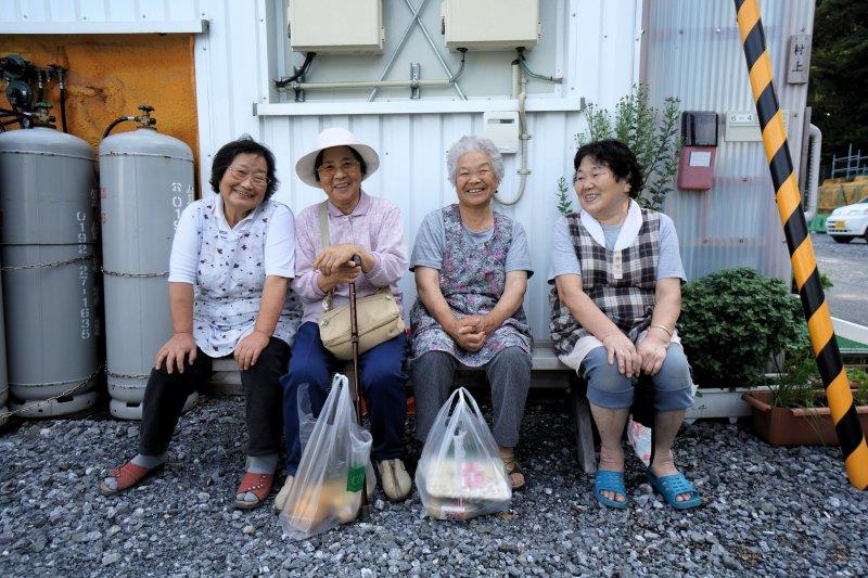 「無論在日本或新加坡,我都沒見過乘客需要在車身停穩前就急急忙忙地準備下車」(圖/MrHicks46@flickr)