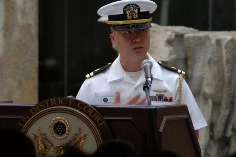 美國台裔海軍飛行軍官愛德華.林(Edward C.Lin)當初宣誓為美軍效力,卻變節將機密情報洩漏給中國。(取自USNI News網站)