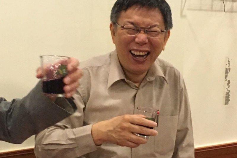 市議會即將開議,台北市長柯文哲與國民黨市議員陳永德餐聚。(與會者提供)