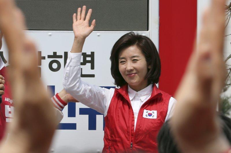 南韓新世界黨的國會議員羅卿瑗把握最後機會衝刺。(美聯社)南韓國會大選