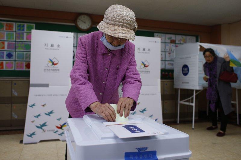 南韓13日舉行國會大選。(美聯社)南韓國會大選