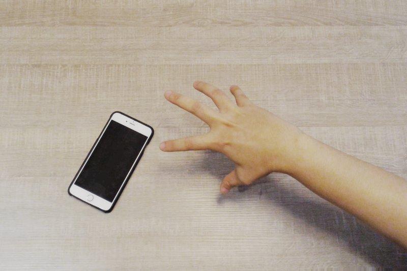 你有想過,你一天花在手機上有多少時間嗎?(圖/郭丹穎 攝)