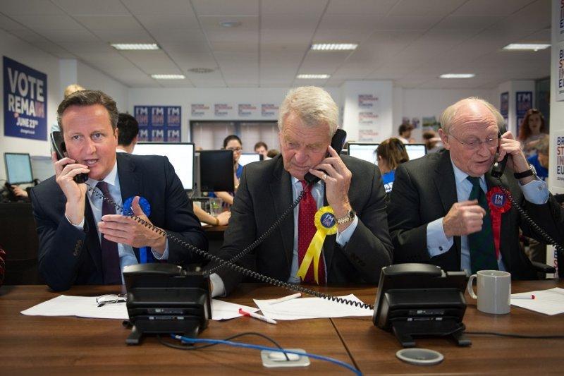 英國首相卡麥隆14日參與續留歐盟的宣傳活動(美聯社)