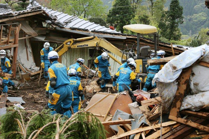 地震頻繁的日本,有非常嚴格的建築法規以及都市計畫以保障人民安全。(美聯社)
