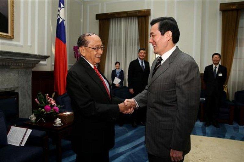 馬英九總統會見菲律賓前總統羅慕斯。(總統府官網)