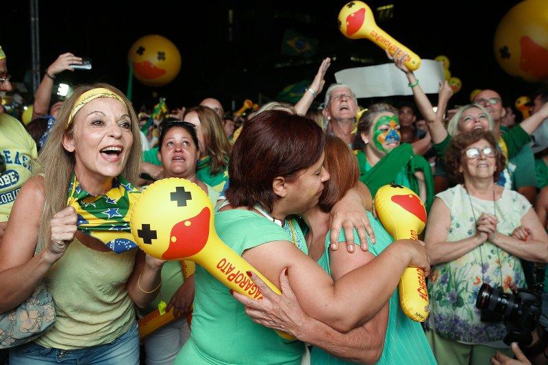 巴西眾議院彈劾羅賽芙總統成案,反羅賽芙民眾歡天喜地(美聯社)