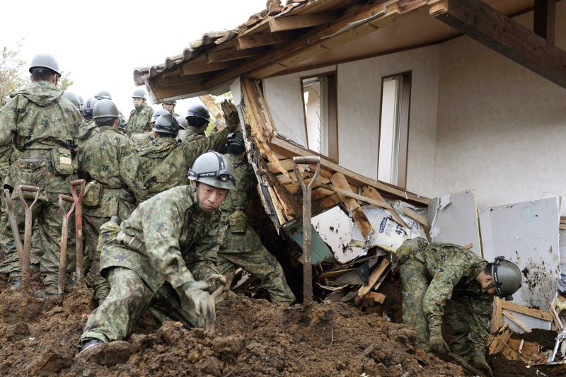 日本九州熊本大地震,自衛隊全力救援(美聯社)