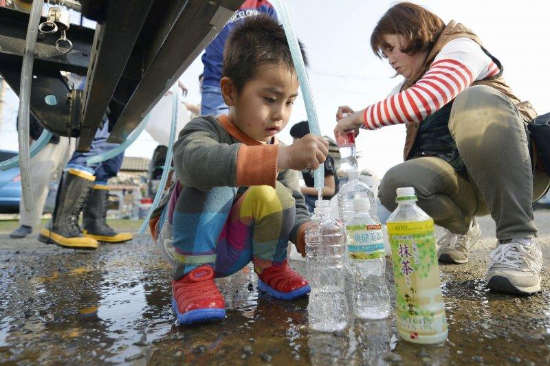 日本九州熊本大地震,災民亟待救援(美聯社)