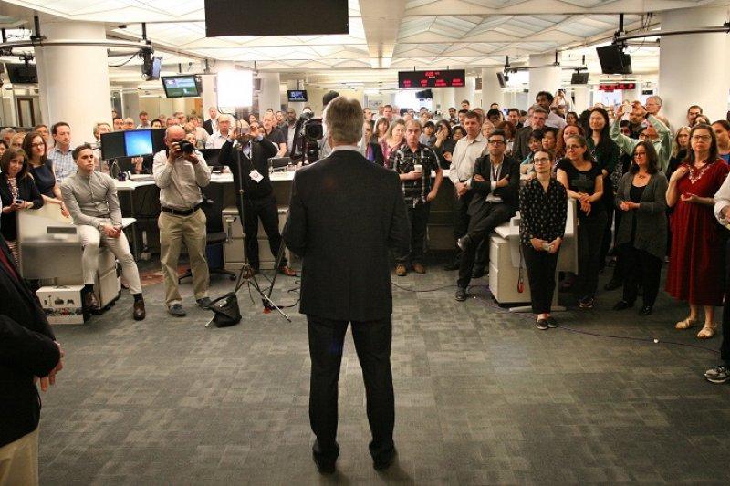 《美聯社》董事長普魯特(Gary Pruitt)向同仁宣布獲獎(美聯社)