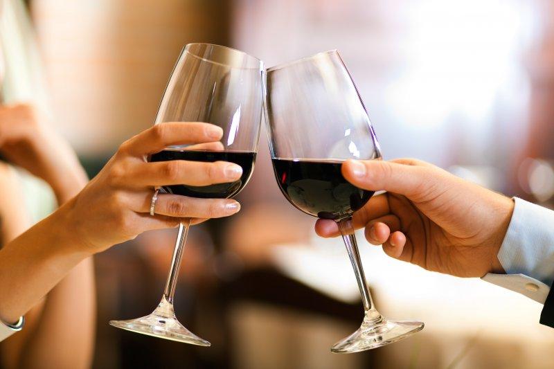 千萬別忽略餐點與酒款之間碰撞出來的口味,跟著侍酒師學會做個稱職的宴會主人。(圖/台北葡萄酒展提供)