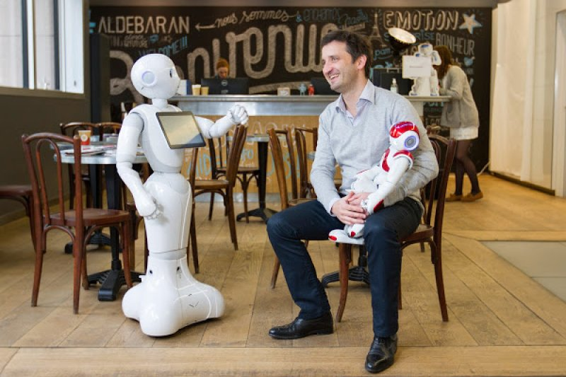 他們深信,未來人形機器人一定會走入每個人的家庭。(圖/郭涵羚攝影)
