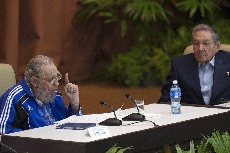古巴共產黨第七次全國代表大會,勞爾・卡斯楚、菲德爾・卡斯楚。(美聯社)