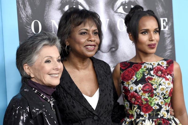 《關鍵判決》(Confirmation)女主角凱莉華盛頓(Kerry Washington,右)、主人翁希爾(Anita Hill,中)(美聯社)