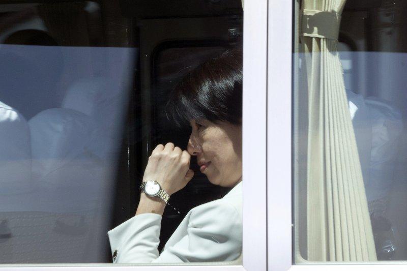 肯亞案中的台籍嫌疑人遭中國羈押,法務部國際及兩岸法律司長陳文琪率10人小組前往交涉,21日上午探視在押台人。(美聯社)