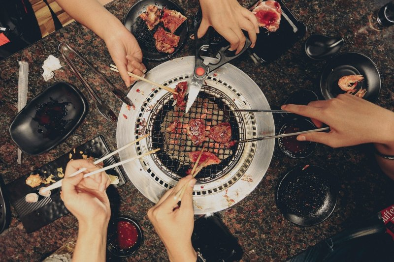 30歲之後你還去火鍋、燒烤吃到飽餐廳?(圖/Pexels@pixabay)