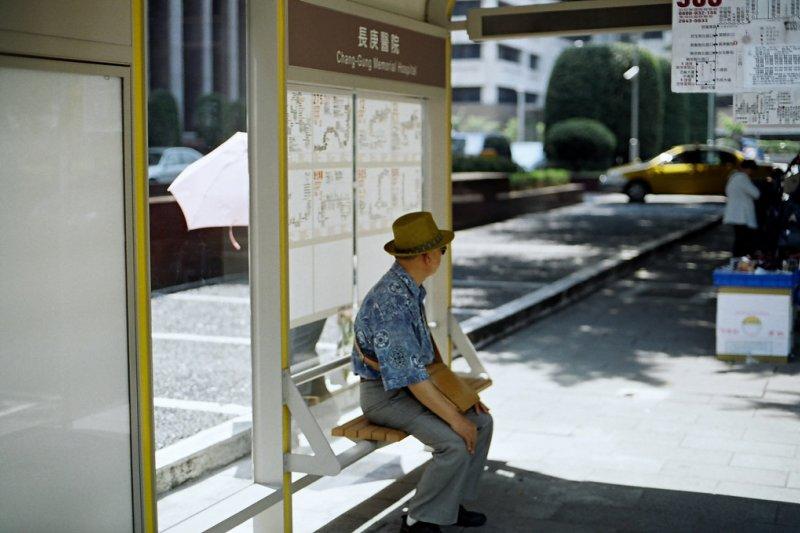 搭乘大眾交通工具時積極讓座是台灣特有的文化,卻也意外紅到日本成了國民外交。(圖非當事人,來自SungHsuan Wang@Flickr)