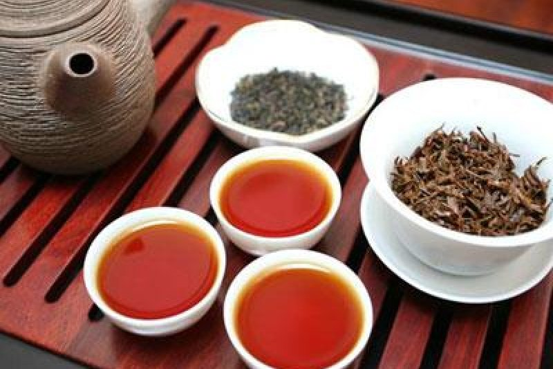 試與喝的時候,針對個人喜好,茶品是否回甘、氣韻是否綿長、溫潤滑口等,來判斷自己可不可以入手這餅茶。(圖/作者提供)