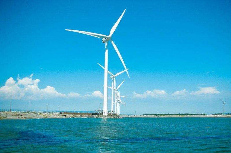 為配合新政府推動離岸風電設置,經濟部能源局在明年度預算書增編「離岸風場區域開發海域環境建構計畫」9228萬元預算,評估離岸風場的環境。(資料照,取自台電)