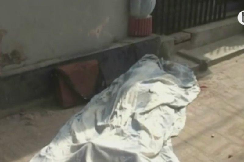 孟加拉拉傑沙希大學教授西迪基23日遭砍身亡(取自YouTube)