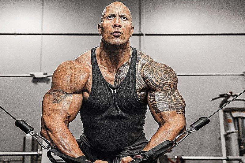 肌肉與髮量能否兩全,一直是健身愛好者好奇的話題。圖為巨石強森。(圖/JilezQ Motivation@Youtube)