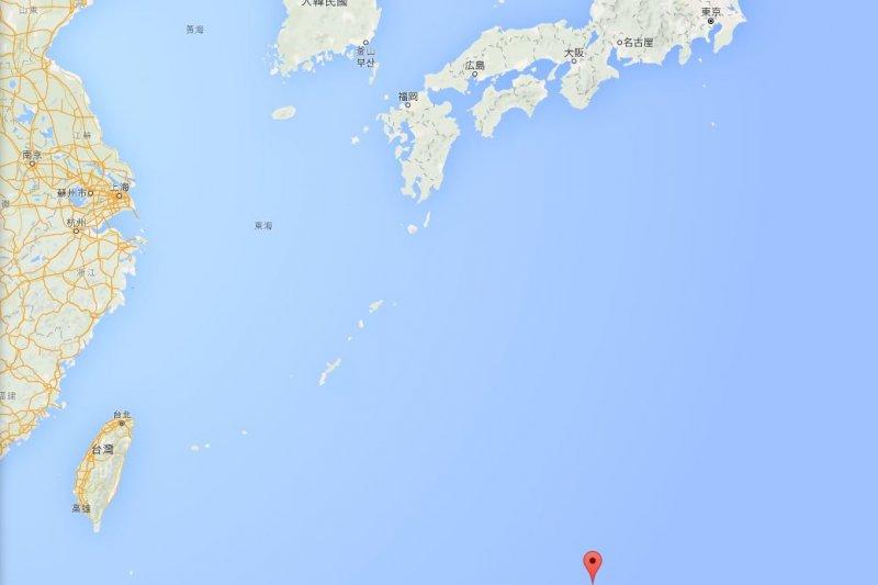 外交部表示,沖之鳥周邊為爭議海域,無法接受日本扣押我漁船行為。紅點處為沖之鳥礁位置。(取自Google map)