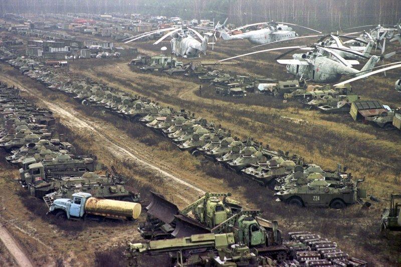 當時投入救災的所有車輛機具均受輻射汙染。(美聯社)