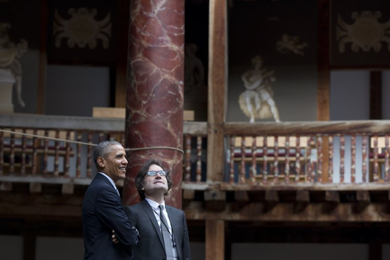 美國總統歐巴馬走訪專演莎劇的環球劇院(美聯社)