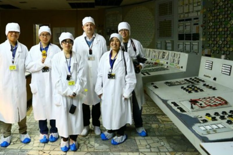 2015年9月,團隊成員第二次走入車諾比核電廠控制室。(BBC中文網)