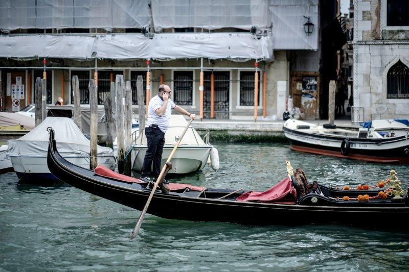 整個城市都被水包圍—威尼斯,讓人有著悠哉的情調。(圖/PROLuca Sartoni@Flickr)