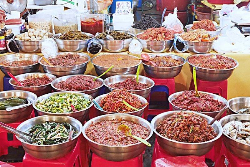 濟州島傳統市場、商店街數量種類繁多,是個體會當地人生活的好地方。(圖/時報出版提供)