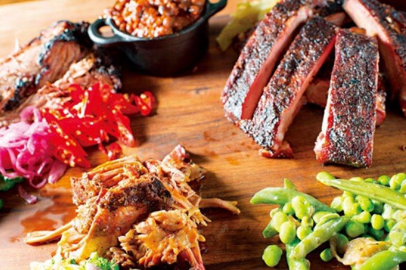 麥迪昆創辦人麥根帶來紐約最夯的美式BBQ,有過去少見的北卡羅萊納手撕豬肉。(攝影者.李明宜)