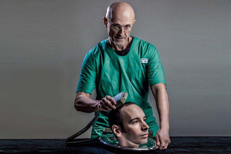 義大利外科醫師卡納維羅(Sergio Canaveral)。(翻攝推特)