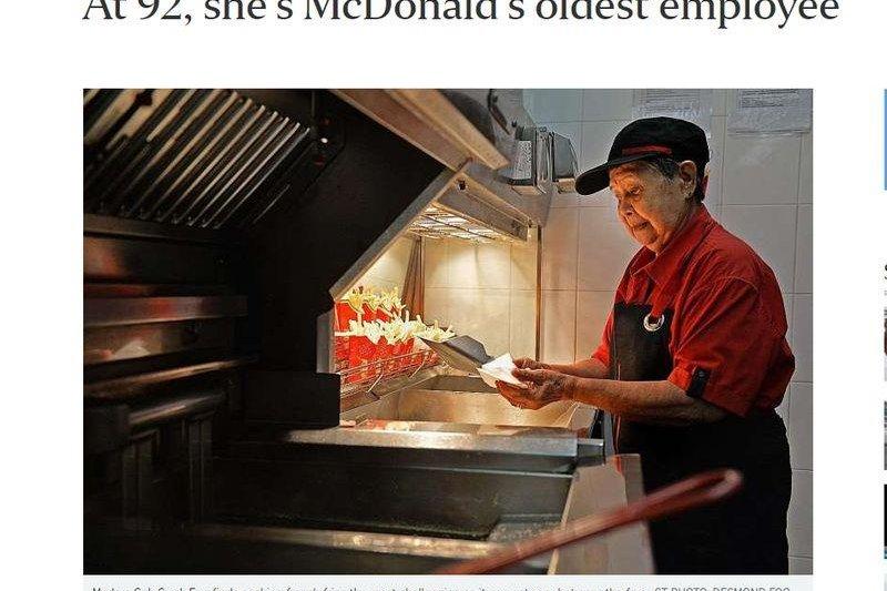 新加坡麥當勞有個阿嬤級員工即使已經高齡92歲了,照樣上班炸薯條。超強嬤吳桂英說,只要健康,她要一直工作下去。(圖/截自海峽時報網頁)