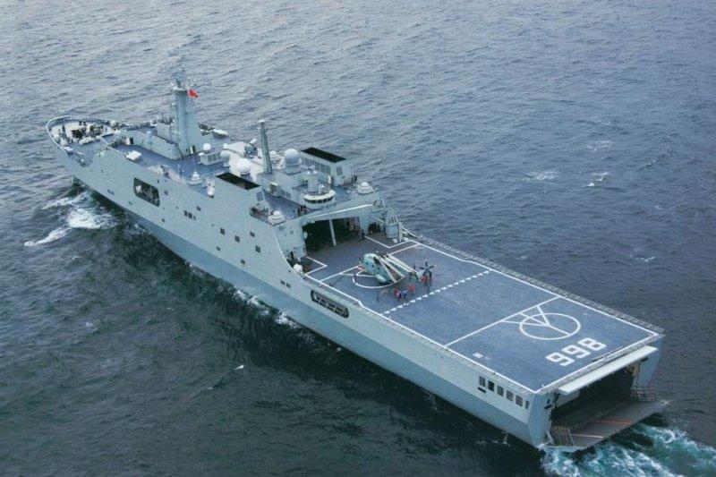 崑崙山號船塢艦。