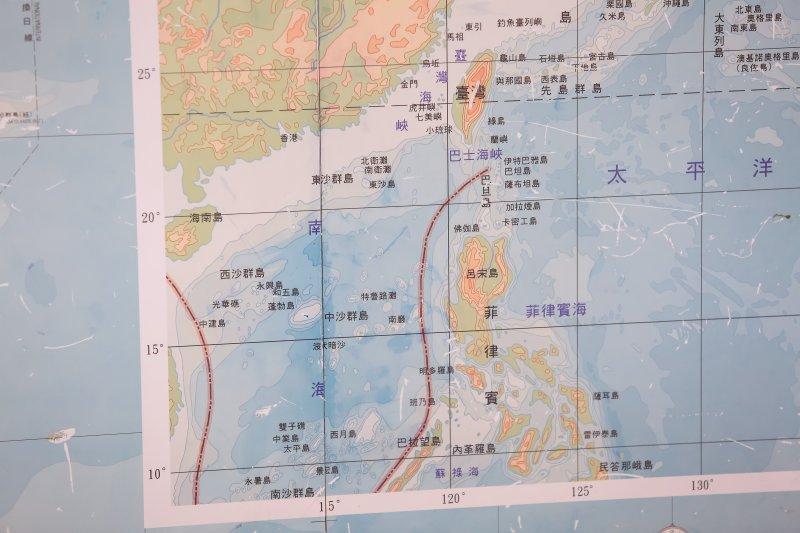 南海諸島與台灣相對位置地圖。(顏麟宇攝)