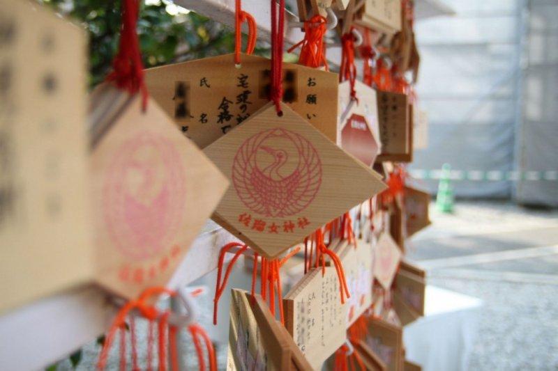 日本神社都有提供許願的繪馬匾,你有寫過嗎?