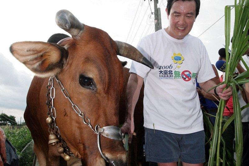 馬英九總統八年,做到流汗卻也被嫌到流涎。(2008年/總統府網站)
