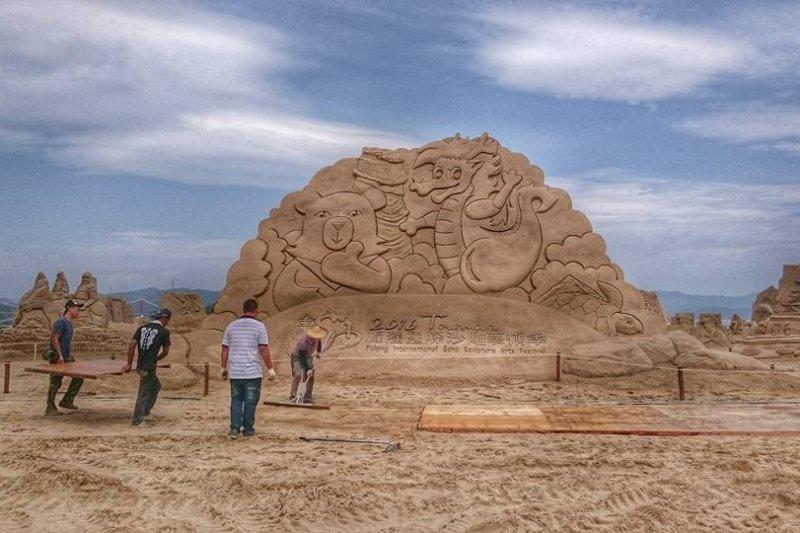 「2016福隆國際沙雕藝術季」登場,來自新加坡的團隊將以台灣首位女總統蔡英文為創作對象。(取自2016福隆國際沙雕藝術季)