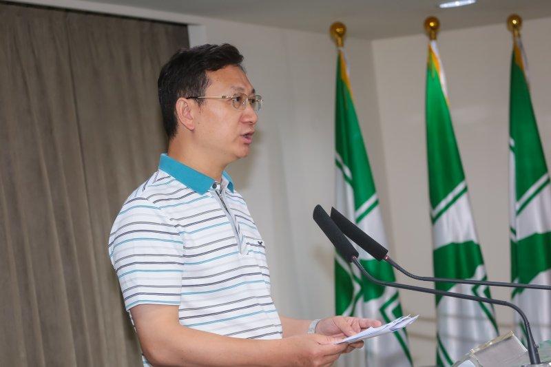 準行政院發言人童振源8日針對世界衛生組織(WHO)發函邀請台灣參與本屆世界衛生大會(WHA)一事召開記者會說明。(顏麟宇攝)