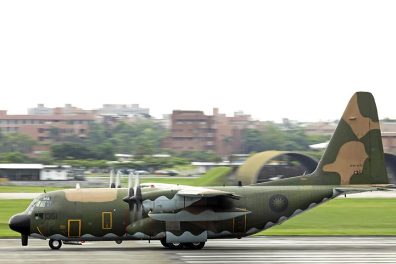 神秘的「天干機」在國內極少曝光,只有特殊任務時才會出現。(取自中國飛機全書網站/影像合成:風傳媒)