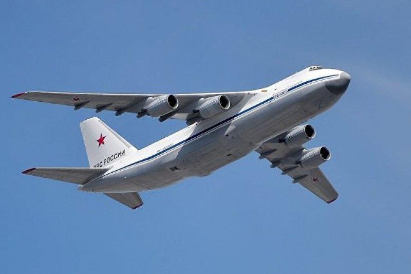 """安托諾夫An-124「魯斯蘭」式(Antonov An-124 """"Ruslan"""")遠程戰略運輸機。"""