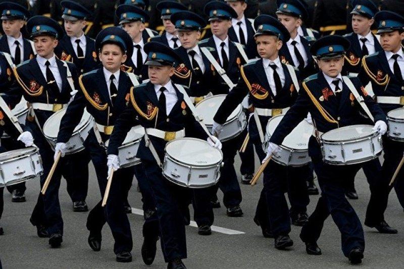 莫斯科蘇沃洛夫軍事學校連隊,他們也是9日紅場大閱兵最年輕的參加者。