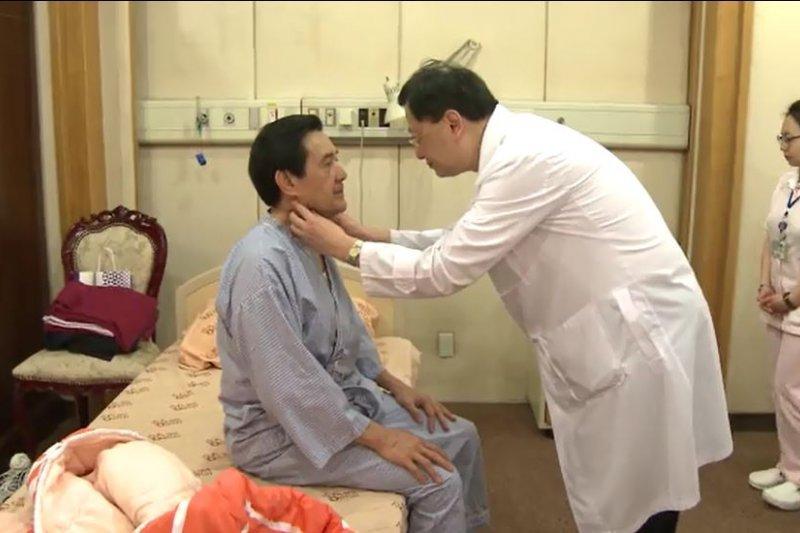 總統馬英九10日進行任內最後一次健檢,檢查結果下午出爐,馬總統健康狀況良好,僅腰圍稍微變粗、體重稍稍變重。(總統府提供)