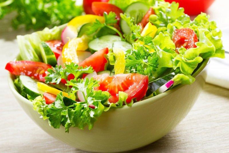 病人如果能按著營養師建議的均衡菜單吃,幾乎都能獲得人體所需的營養素,不需要再額外補充保健食品。(取自xiaomila.cn)