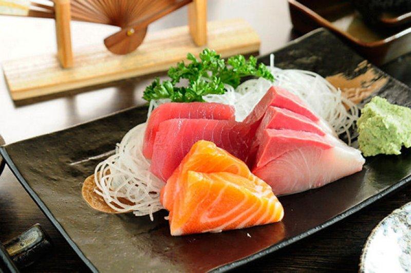 「旬」就像一枚神經末梢的針頭,能準確地觸碰人的味蕾的G點,釋放出或強烈或清淡或粗陋或細潤的感官體驗。日本料理獨一無二的私密是否也在這裡?