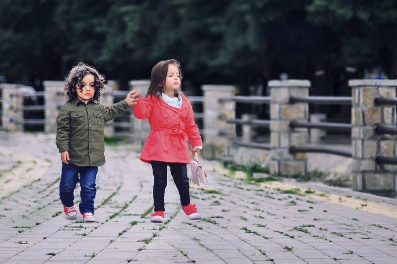 小時候的戀愛,好像總會被父母反對?(圖/pixabay)