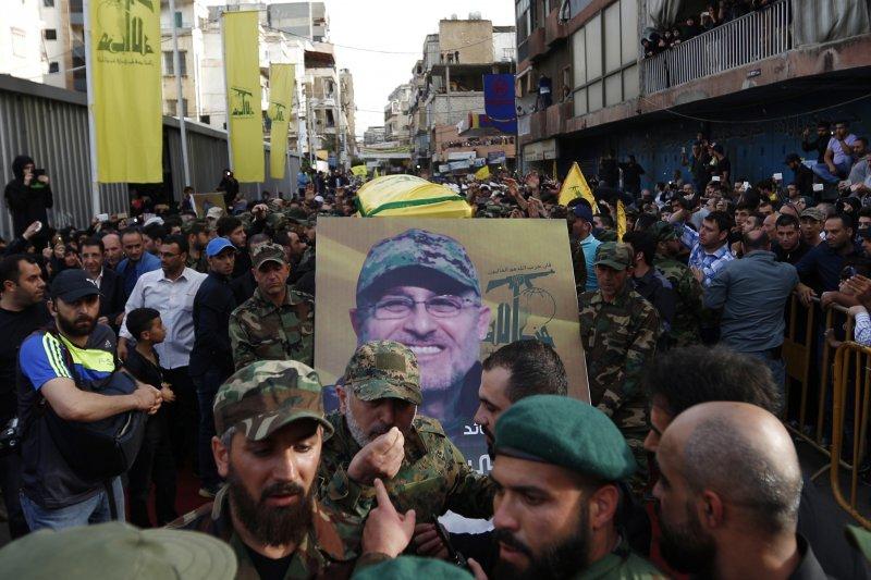 黎巴嫩激進組織「真主黨」(Hezbollah)軍事指揮官巴德瑞丁(Mustafa Badreddine)陣亡,支持者哀悼(美聯社)