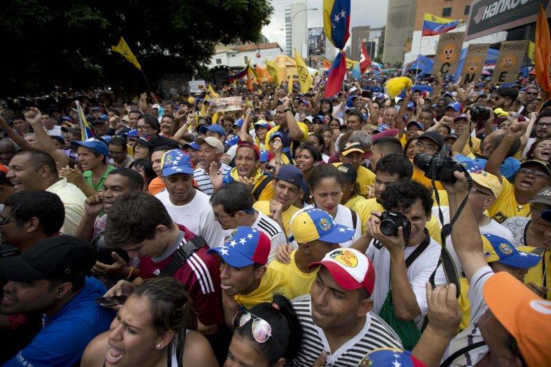 委內瑞拉民眾示威要求馬杜洛總統下台(美聯社)
